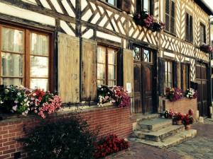 Concours des maisons fleuries à Blangy le Château. Maison du bourg.