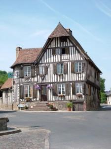 Ancienne Auberge du Coq Hardi du XVIème siècle. Façade. Blangy le Château